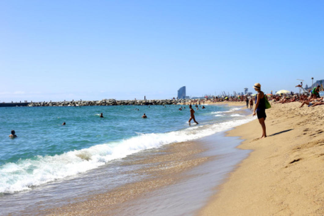 At Mar Bella beach you get more space, cleaner water and yummy male eye candy while still being in Barcelona.