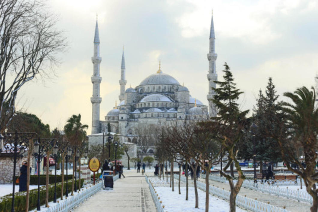 Istanbul, a city laying between two continents connecting Europe and Asia. Usually known for its warm climate isn't always so warm as I visited for my first time during January and was able to see this culturally rich city during snow, rain, and sunshine.