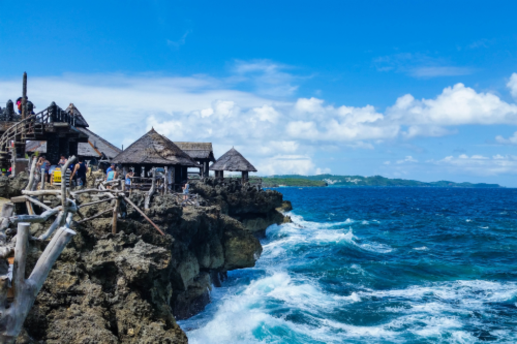 Being in the Philippines a country filled with more than 7,000 islands, I could not think of better way to spend an afternoon than hopping between two islands that are just a short boat ride away.