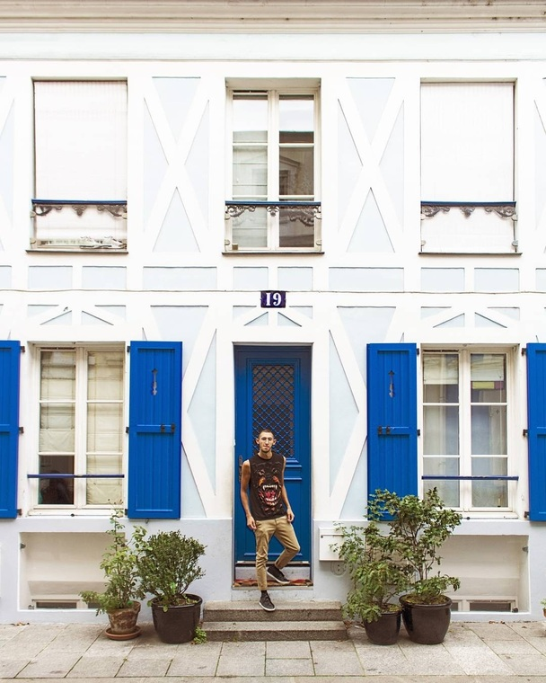 Thumb freddy rodriguez paris blue building